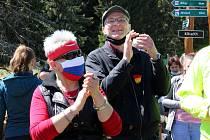 V sobotu 16. května státní hranice opět na chvíli nerozdělovala, ale spojovala. Lidé z pohraničí, kteří chtějí konec uzavřených hranic, se podruhé sešli. Na Mostecku se tak stalo nedaleko krušnohorské obce Klíny.