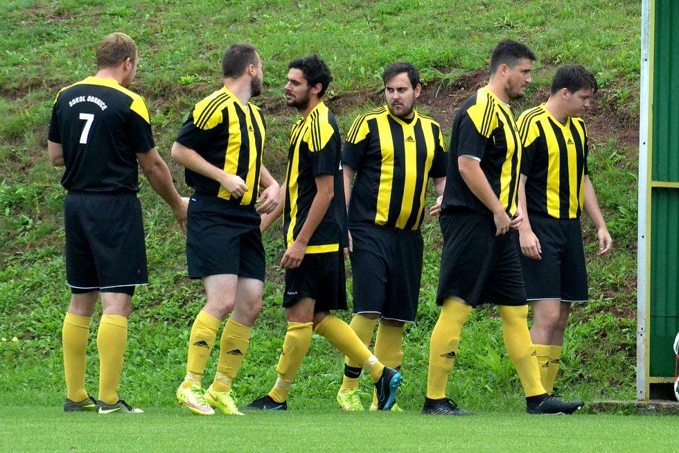 Fotbalisté Obrnic (v pruhovaném) doma v B. třídě B porazili Blažim.