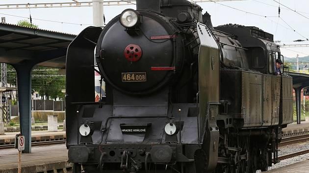 Na Švestkovou dráhu opět 1. května vyjel vlak tažený parní lokomotivou. O jízdu mezi Mostem a Lovosicemi byl velký zájem