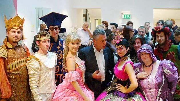 Herci Docela velkého divadla v Rakousku.