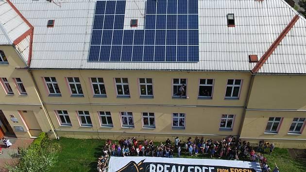 Na ZŠ Horní Jiřetín instalovali solární panely