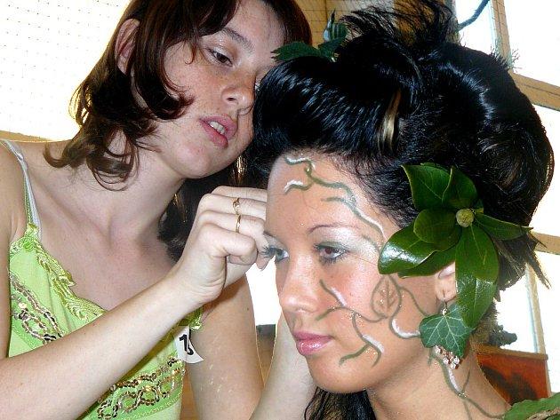 Díky umu Kateřiny Ptáčkové se z modelky Karolíny Štěpánkové stala lesní víla