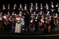 Koncert Festivalového orchestru Petra Macka v mosteckém divadle. Archivní foto