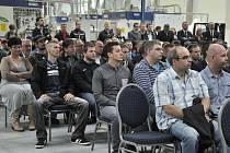 Loňské slavnostní otevření nové obráběcí haly firmy Starcam v zóně Joseph u Mostu. Firma dodává čínskému závodu Daimler hliníkové hlavy motorů pro Mercedesy třídy A.