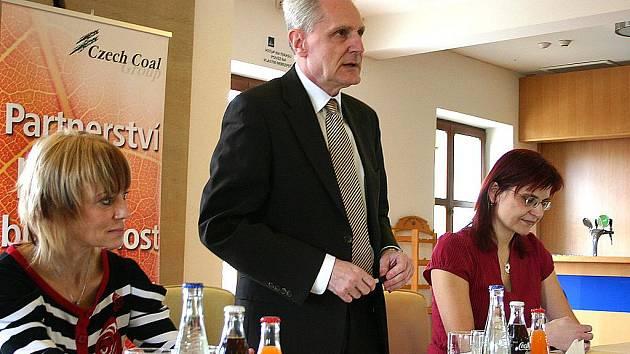 Ředitelka pro regionální politiku skupiny Czech Coal Liběna Novotná, generální ředitel Vršanské uhelné Vladimír Rouček a manažerka komunikace Gabriela Benešová (zleva) představují grantový program Chytré hlavy.