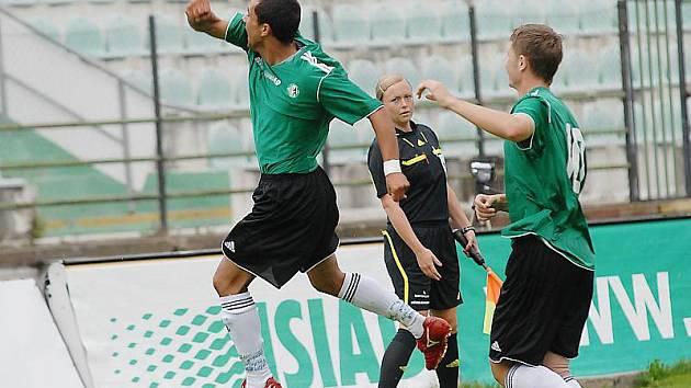 Zoran Danoski slaví svou první gólovou trefu. Proti Čáslavi dal dvě branky.