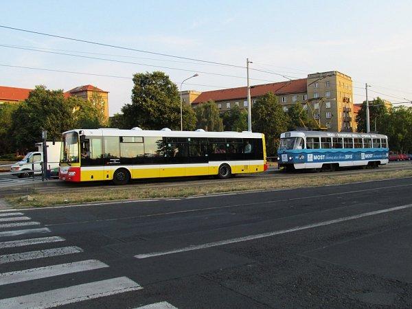 Tramvajovou linku číslo 4zajišťuje náhradní autobusová doprava. Linka číslo 2funguje normálně.