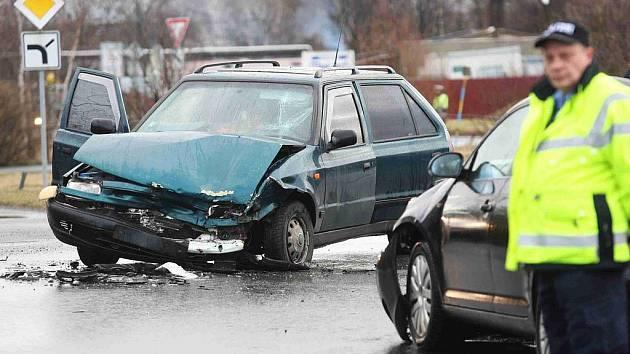 Čelní střet dvou aut se obešel bez zranění
