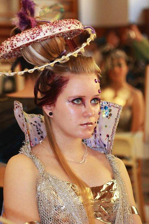 Modelky při soutěži kadeřnic v Litvínově.