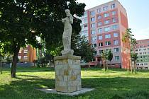 Socha Dary přírody od Václava Kyselky je již restaurovaná a na svém místě nedaleko bloku 705 na sídlišti Liščí Vrch.