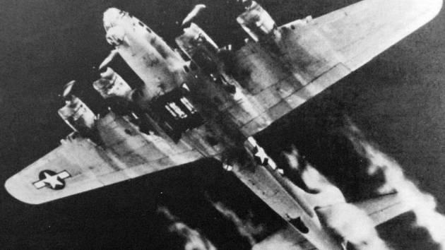 Jeden letoun havaroval u Křížatek.