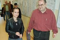 Nacionalistka Lucie Šlégrová odchází spokojena. Soud ji včera neposlal do vězení.