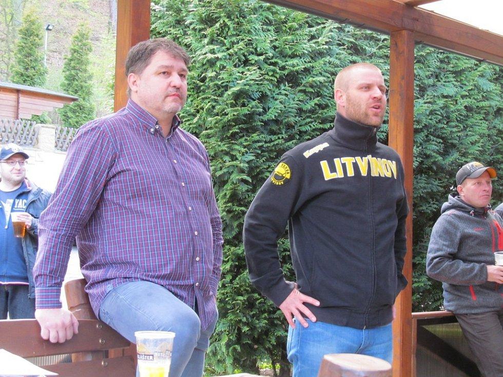 Generální manažer Vervy Robert Kysela (vlevo) a šéf fanklubu Jan Ptáček.