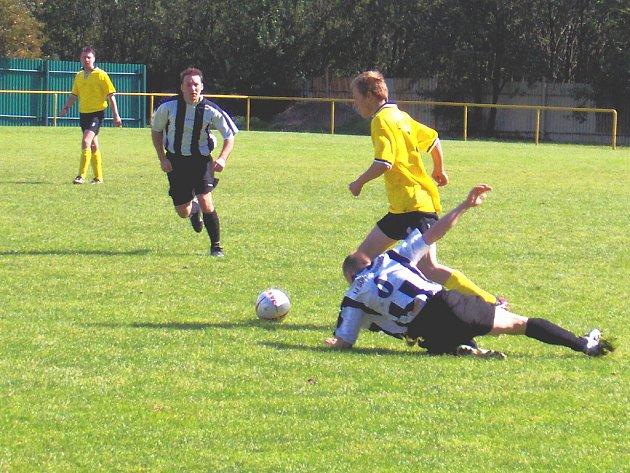 Mezibořští fotbalisté v dalším kole fotbalové B. třídy doma hostily nováčka z Obrnic.