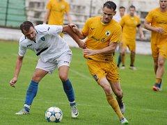 Mostecký fotbalový klub (v bílém) zatím neokusil porážku.