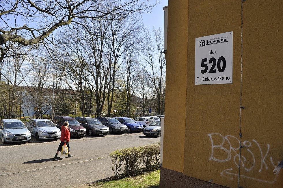 Situace u bloku 520 v pondělí 26. dubna dopoledne.