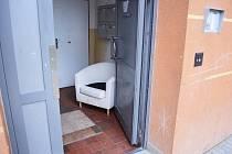 Zablokované dveře na čip v mostecké Stovce.