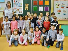 Žáci 1.A z 8. Základní školy Most v ulici Vítězslava Nezvala s paní učitelkou Lenkou Koláčkovou
