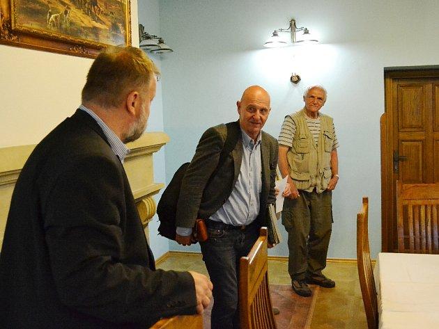 Známý spisovatel Ondřej Neff byl hostem setkání mosteckého Rotary klubu.
