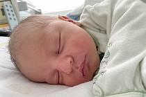 Filip Veverka se narodil 1. října v 9.49 hodin mamince Lucii Černé z Mostu. Měřil 51 cm a vážil 3,35 kg.