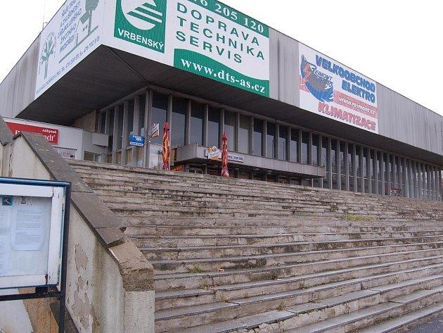 Mostecká sportovní hala.