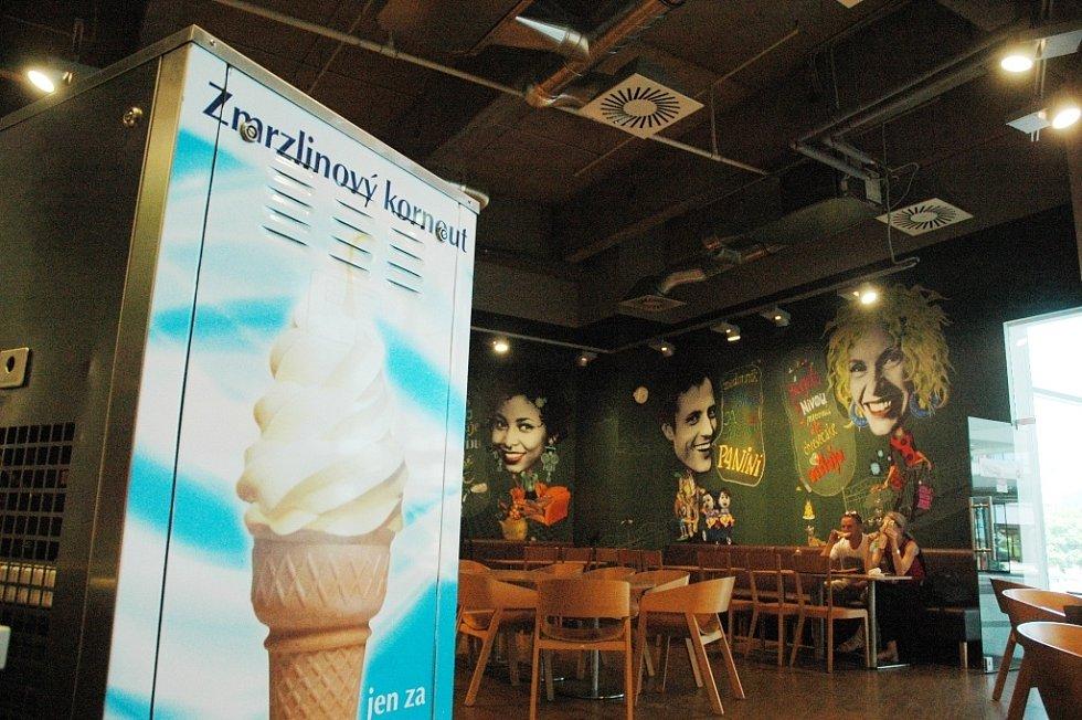 Prodejny zmrzliny v centru Mostu: Paneria/Central