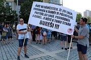 V Mostě se znovu demonstrovalo proti premiérovi Babišovi, přišlo asi 150 lidí.