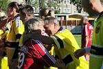 Objetí před zápasem.