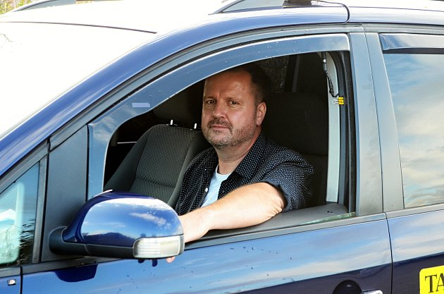 Taxikář Roman Hartmann zMostu.