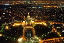 Paříž v noci.