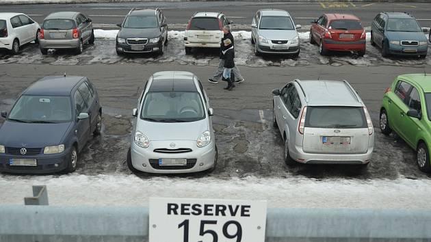 U nemocnice v Mostě vznikne 186 parkovacích míst