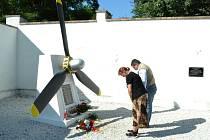 Pieta u památníku.