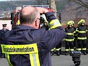Setkání hasičů v Brandově s předáním nových zásahových obleků místní jednotce
