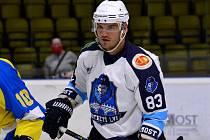 Také v další sezoně bude oblékat dres Mostu centr František Bakrlík.