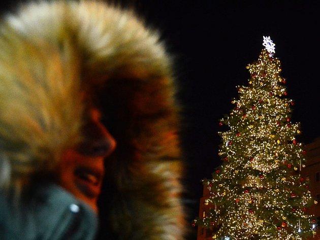 Slavnost rozsvícení vánočního stromu na 1. náměstí v Mostě.