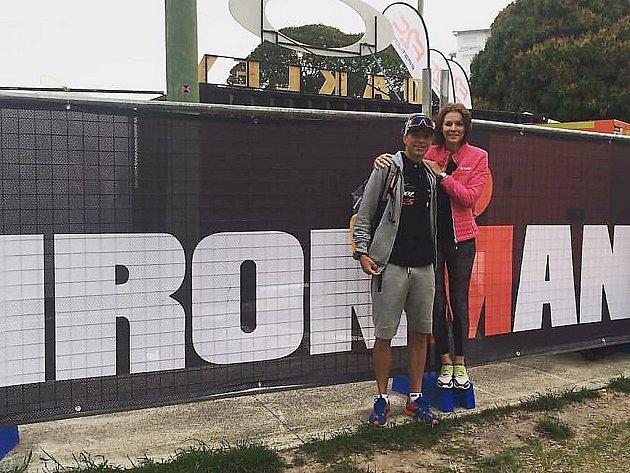 Triatlonista Jakub Langhammer spřítelkyní vAustrálii. Běžel tam na mistrovství světa.