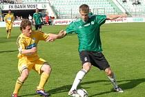 Stanislav Hofmann (vpravo) bude proti Táborsku  hrát naposledy v mosteckém dresu. Přestupuje totiž do prvoligového Slovácka.