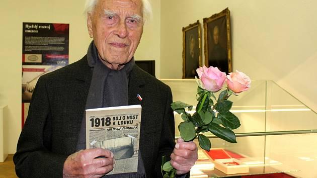 Slavnostní křest knihy o událostech z roku 1918 na Mostecku autora Miloslava Hrabáka v Oblastním muzeu v Mostě.