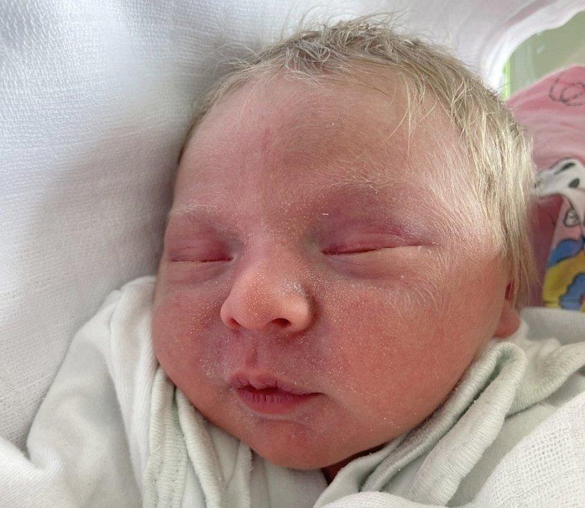 Liliana Plecháčková se narodila mamince Kateřině Plecháčkové z Mostu 6. dubna ve 21.40 hodin. Měřila 49 cm a vážila 2,8 kilogramu.