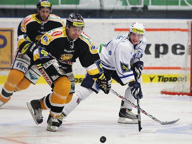 Litvínov (v černém) rozjíždí dnes čtvrtfinále v Třinci.