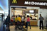 Otevření McDonald's v Centralu.