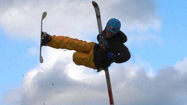 Jumpark v Havrani přivítá akrobatické lyžaře.