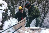 Příslušníci lezecké skupiny absolvovali další výcvik.