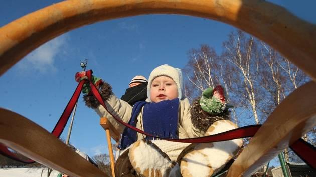 Když na Meziboří napadne sníh, radost mají především děti.
