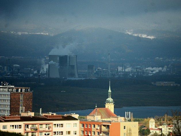 V pondělí 13. listopadu byl na kopcích v okolí Mostu sníh