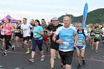 Někde byla účast hojná, jinde měl závod jen komorní charakter. Snímky jsou z Olympijského běhu na Autodromu v Mostě.
