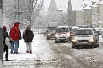 Hustá vánice v Litvínově komplikovala dopravu.