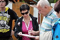 V okolí Teplic se podepisuje petice proti šíření práv islámu v ČR, v Litvínově chtějí lidé referendum.