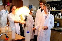 Základní škola z ulice Zdeňka Štěpánka se dočká nového vybavení v učebně chemie.