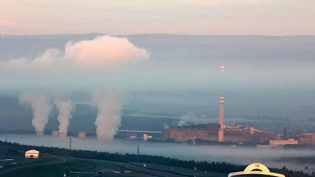 Ranní mlha nad Mosteckem.
